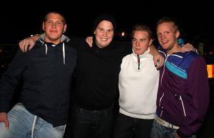 Ute på stan. Pilsner knäppers: Toomuch, Råber Glen, Jonathan Söderlund och Inge Ågren