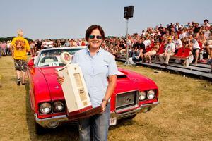 """Debora Blomster körde ända från Florida för att tävla med sin Oldsmobile cabriolet från 1972. Hon vann i kategorin """"long distance""""."""
