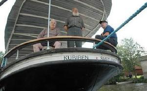 Nyrustad kan nu Kuriren visas upp på årets upplaga av Ångans dag. Här i aktern ser ni Rolf Eriksson, Sven-Inge Söderberg och Mauno Määttälä.FOTO: CHRISTER NYMAN