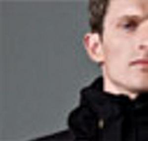 Hövding i modell Raven obscure, enfärgad och diskret. Fler modeller ska komma. www.hovding.com.
