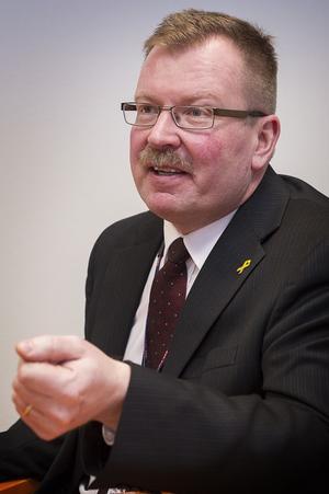 Hägglunds vd Tommy Gustafsson Rask gläds åt att hans företag fått sälja ytterligare 102 bandvagnar till Försvarets Materielverk.