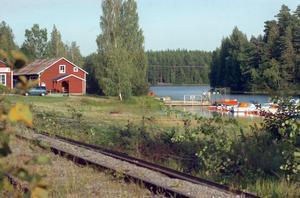 Tuppz-Topefa vill bygga om förrådet intill Voxsjön till två bostäder med terrass och bryggor mot vattnet.
