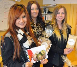 Bell Stenberg, Julia Stener och Emma Eriksson har en kokbok med Thailändska recept och till denna medföljer även direktimporterade kryddor.