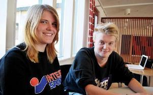Malin Nordlund och Nils Therén, estetelever, valde S:t Mikaelsskolan bland annat för att den ligger nära deras hem. Foto: Selma Wolofsky/DT