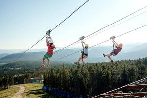 Någon form av zipline och fler höghöjdsaktiviteter kan komplettera klättringen på berget. Arkivfoto