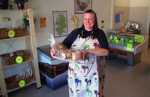 Ellen Slinger säljer småskaligt länsproducerad mat i Hammarstrand   Foto: Ingvar Ericsson