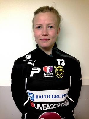 Hanna Glas, född 1993 i Sundsvall, skulle debutera för landslaget mot Moldavien men ersätts av lagkamraten från Umeå, Elin Landström, på grund av en korsbandsskada.