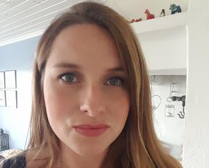 Emelyne Norell från Borlänge trodde först att det var ett skämt när hon fick en inbjudan från Prins Daniel i brevlådan.