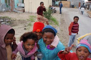 Umgås med lokalbefolkningen i ett township i Sydafrika. Här Khayelitsa i Kapstaden.