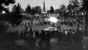 Valborgsmässoafton på Djäkneberget 1968.