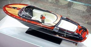 Båten bakom Bondbilen –  en italiensk Riva.
