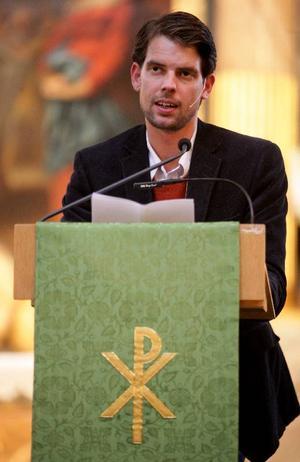 Predikanten Alex Schulman talade under Författargudstjänsten i Stockholm förra hösten.Foto: Fredrik Persson/Scanpix