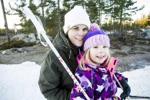 Maria Pecker med dottern Kara väntar febrilt på den riktiga vintern.