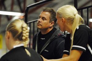 Roger Jonsson, tidigare tränare i Kais Mora, tar över matchansvaret i SSL-laget.