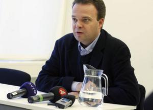 Arbetsmarknadsminister Sven Otto Littorin gav ingen ljus bild av framtiden när han besökte Sandviken, men han hoppas att regeringens satsningar ska ge lindring.