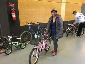 Joan Larsson var först av alla i kön till Cykelbytardagen på Conventum - och hittade exakt rätt cykel till sin sjuåriga dotter.