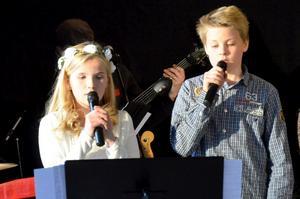 Evangeline Källqvist och Torbjörn Ekestubbe sjöng solo på Jojje Wadenius Kapten i trädgården.