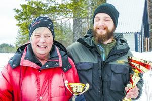 Glada vinnare Birgitta Sjögren och Mikael Westlund.