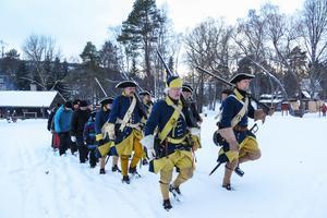 Taktfast marscherade karolinerna mot Norge och Trondheim.