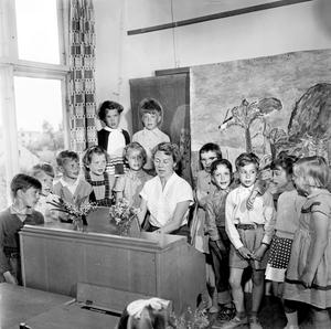 Nu ska vi sjunga. Hur började din skoldag på 50-talet?