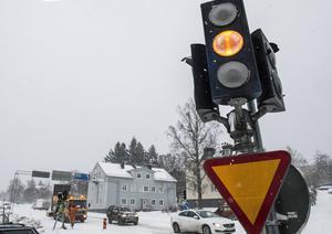 Fyra trafikljus vandaliserades under natten mot lördag.