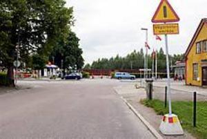 Foto: LASSE HALVARSSON Ny överfart. Här har stadsarkitektkontoret planer på att bygga en cykel- och gångväg över till Sätragatan. En bro som blir närmare 200 meter om planerna verkställs.