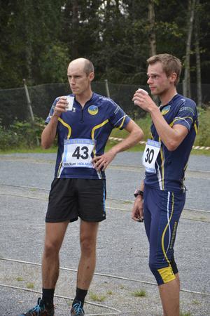 Tvåan Börje Pauler (till vänster) och segraren Stefan Sjölund.