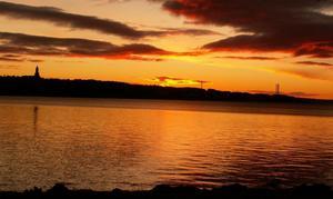 Morgon över Östersund 30/10. Himlen brinner.