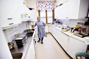 Barbro Larsson är husmor på Ria och konstaterar att sedan Ria lade ned sin särskilda kvinnoverksamhet har det blivit mycket färre kvinnor på Ria på dagarna.