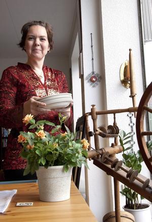 Kerstin Sigvardsson jobbar på Unga Livs secondhands-butik i Arboga.