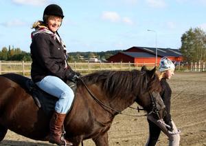 Första gången. Marianne Wilén, 75, satt för första gången i sitt liv på en häst. Kul, tyckte hon.