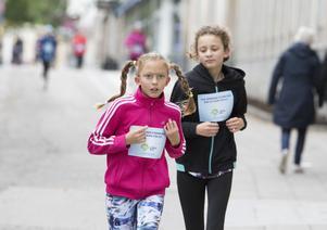 Många barn och yngre sprang det nära fem kilometer långa loppet.