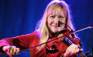 Lena Willemark bjöd på vacker sång och säkert fiolspel. Bäst var när hon tolkade Ted Ström-verket Vintersaga.