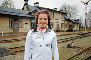 HEMMA. Bettan Högberg tycker det är skönt att komma hem till Jädraås. Men så länge hon satsar på skidskyttet har hon inga planer på att flytta tillbaka.