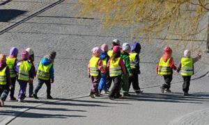 Nämndens uppfattning är tydlig om att vi helst av allt vill ha färre än 18 barn i gruppen, men det mäktar vi inte med att genomföra just nu. Däremot ska vi göra allt vi kan för att ha maxialt 18 barn i gruppen. Foto: Scanpix