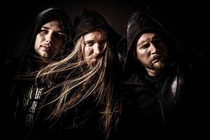 Souldrainer är Hugo Nylander, trummor, Marcus Edvardsson, gitarr och sång, och Joakim Wassberg, bas.