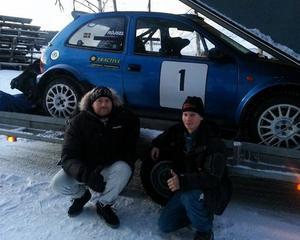 Daniel Röjsel, till vänster, med co-driver Nicklas Edvardsson tvingades bryta i ledning med bara en sträcka kvar.