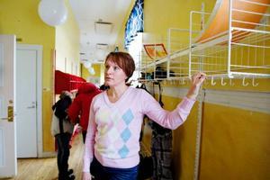 Margareth Hedström berättar att både barn och lärare på Odenslundsskolan är inriktade på att involvera mycket fysisk aktivitet under skoldagarna. Foto: Ulrika Andersson