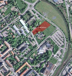 I det här området mellan förskolan Eken och Hagakyrkan ska det islamiska centret byggas enligt förslaget .