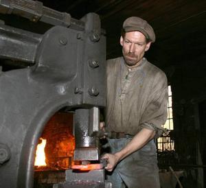 Lancashirejärn. Johnny Skogsberg använder Lancashirejärn när han rekonstruerar Kråknäsjärnet. Men de järn han tillverkar väger 70 procent mer än fynden.