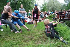 Lärarna var nära att ramla i med till slut var det eleverna som föll på mållinjen.