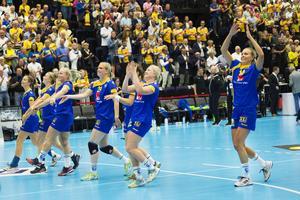 Sverigejubel efter seger i avgörande playoff-match till VM mellan Sverige och Makedonien på Ystad arena.