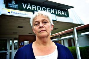 Lisbeth Isaksson, chef för de landstingsdrivna vårdcentralerna i Falun, har brist på läkare på varje enhet - utom i Grycksbo.
