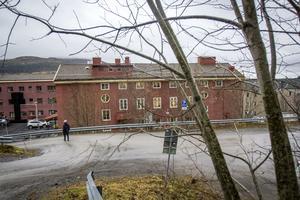 Hus B i Årekompaniet, det vill säga Åre sjukhus gamla område. Därför heter företaget som hyr ut lokaler i huset House Be. Fastighetsägare är Diös.