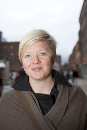 """""""Det är klart att de som har barn behöver mer tid än de som inte har det"""", säger Ellen Svensson, 19 år från Åre. Men hon tycker ändå att det finns en orättvisa i det.""""Många har ju extrabarn som inte genetiskt är deras egna. Om det inte gäller för dem så blir det orättvist. Det borde vara för alla"""", säger hon."""