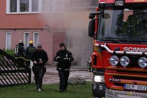 Räddningstjänst var snabbt på plats för att bekämpa elden. Foto: Roger Nilsson