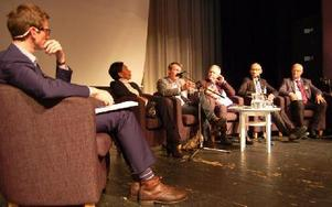 Gabriel Ehrling, DT:s ledarskribent, längst till vänster, var moderator för panelen där man diskuterade lösningar. Foto: Stefan Rämgård/DT