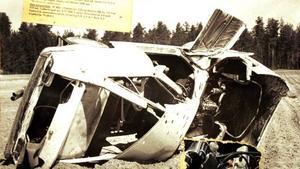 Sportbilen av märket Bond med plastkaross var ett vrak efter tre volter på högkant. Föraren landade i det mjuka potatislandet några meter framför vraket. Olyckan hände 1968.