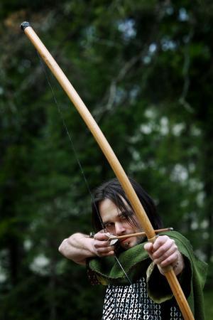 Mot Sherwoodskogen! I år sätter Kvartersteatern upp Robin Hood som sommarspel. Robin spelas av Daniel Magnusson.