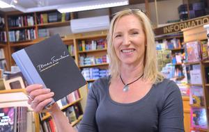 Bokhandlare Karin Helin är glad över valet av Tomas Tranströmer som årets nobelpristagare i litteratur.